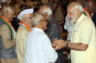 Prime Minister Narendra Modi interating with freedom fighters at Rashtrapati Bhawan. Picture Courtesy: IANS