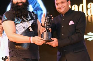 Dr Gurmeet Ram Rahim accepting the award
