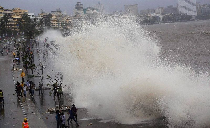 High tide turns fatal, washes away 17-year-old girl at Marine Drive