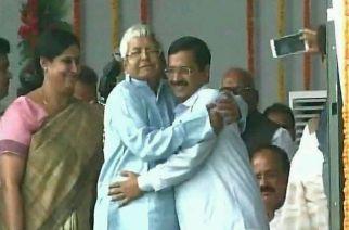 Lalu Prasad Yadav hugging Arvind Kejriwal during teh Oath-taking ceremony of Bihar Chief Minister Nitish Kumar