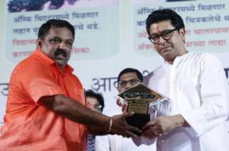 Sudhir Jadhav with MNS Chief Raj Thackeray. Picture Courtesy: ABP News