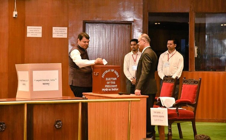 Presidential Election 2017: Polling begins in Mumbai, CM Fadnavis casts vote