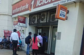Queue outside ATM in Thane. Picture Courtesy: Santosh Kumar