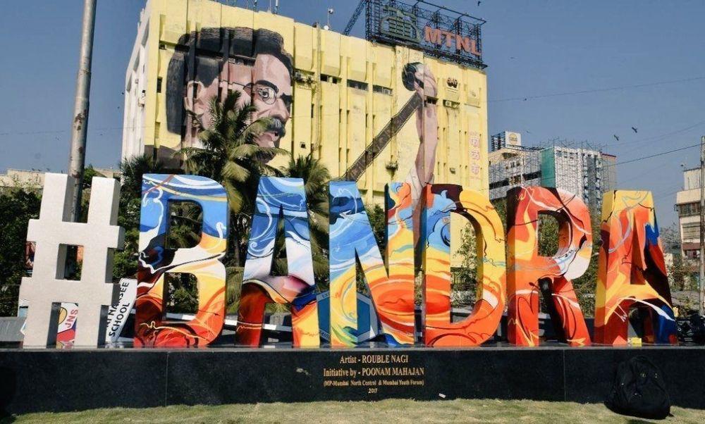Shah Rukh, MP Poonam Mahajan inaugurate Rouble Nagi's #Bandra artwork