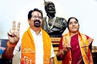 Mayor Vishwanath Mahadeshwar and Deputy Mayor Hemangi Worlikar. Picture Courtesy: Anil Galgali/Twitter