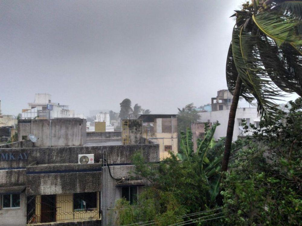 Video: Cyclone Vardah hits Chennai, Tamil Nadu & Andhra Pradesh on high-alert
