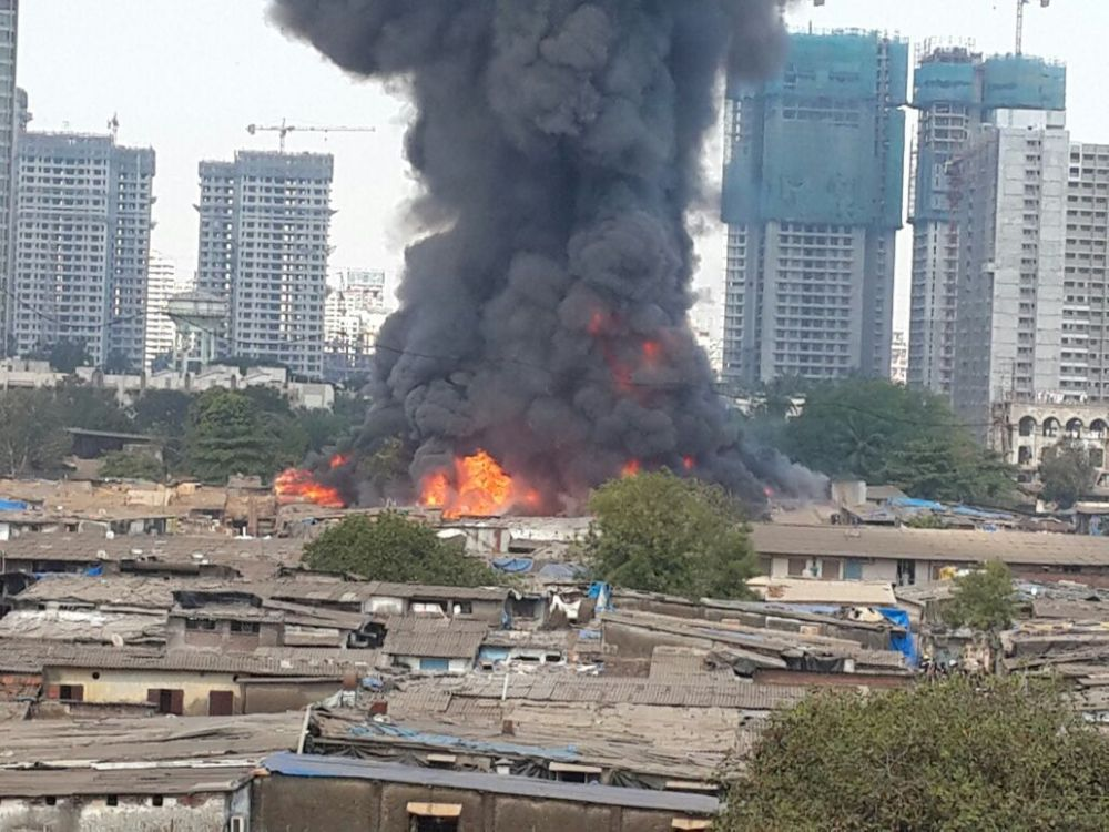 Video: Major fire at furniture market in Oshiwara, multiple cylinder blasts heard
