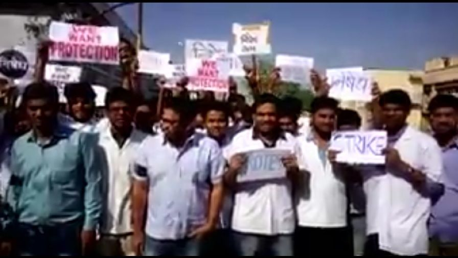 Video: Resident doctor assaulted by patient's relatives in Dhule, 9 arrested 1