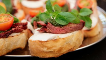 Beef crostini Dining in