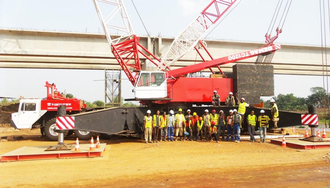 Equipe de techniciens de levage manutention et transport exceptionnel Lomé Togo Ouest Afrique