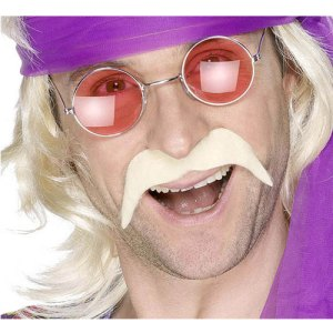 Moustache tendance hippie blonde