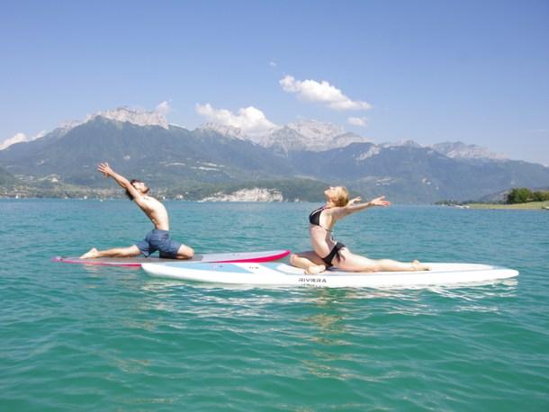 Cours de Yoga Paddle sur le lac d'Annecy