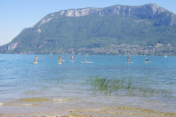 Stand up paddle au soleil lac d'Annecy