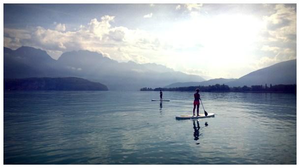 pratiquer le stand up paddle sur le lac d'Annecy