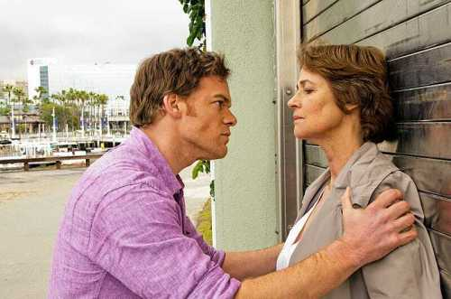 Charlotte Rampling e Michael C. Hall in Dexter 8