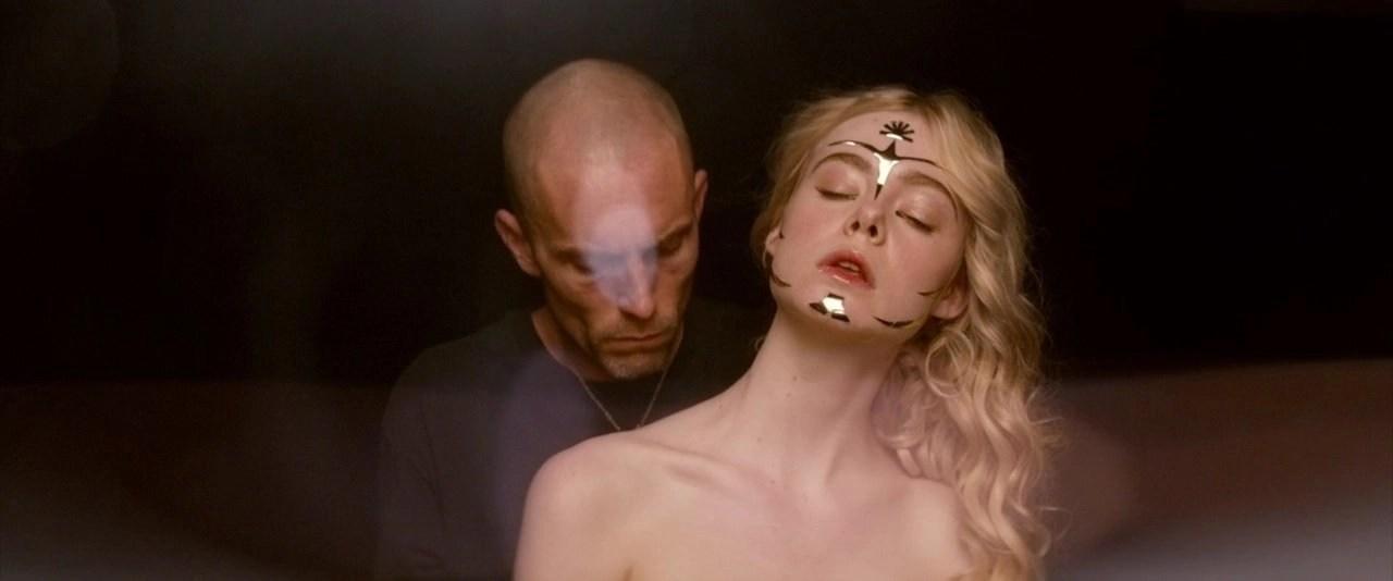 Elle Fanning the neon demon arte movie