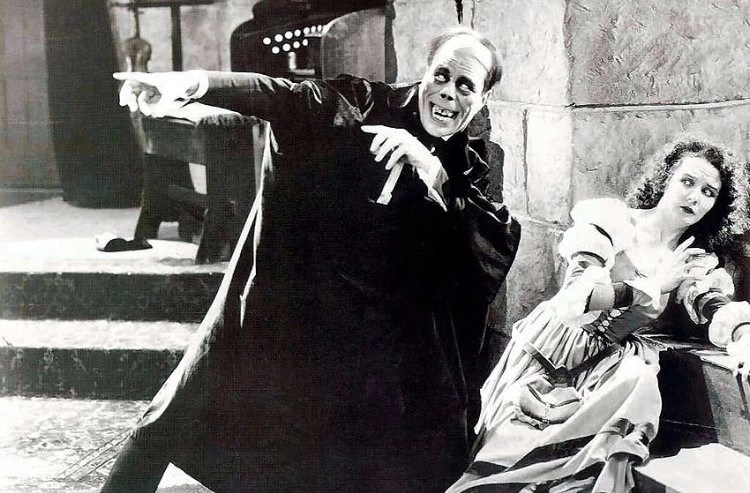 Lon Chaney and Mary Philbin in The Phantom of the Opera (1925)