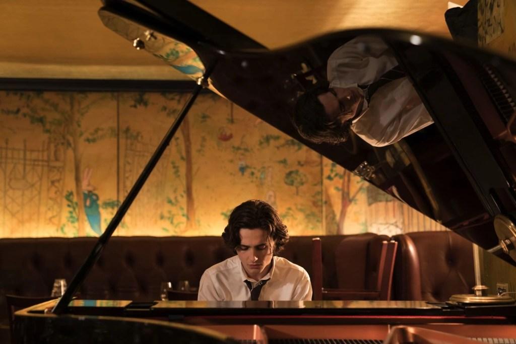 Timothée Chalamet un giorno di pioggia a New York film