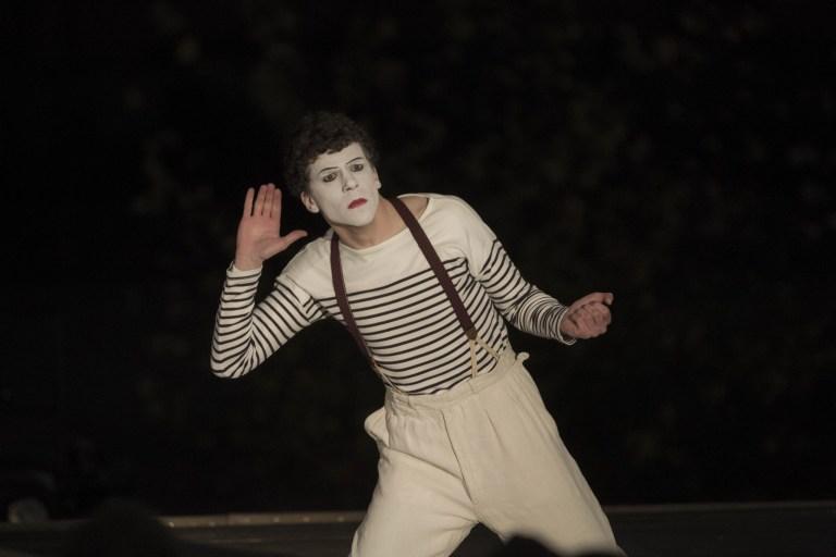 Jesse Eisenberg nei panni di Marcel Marceau
