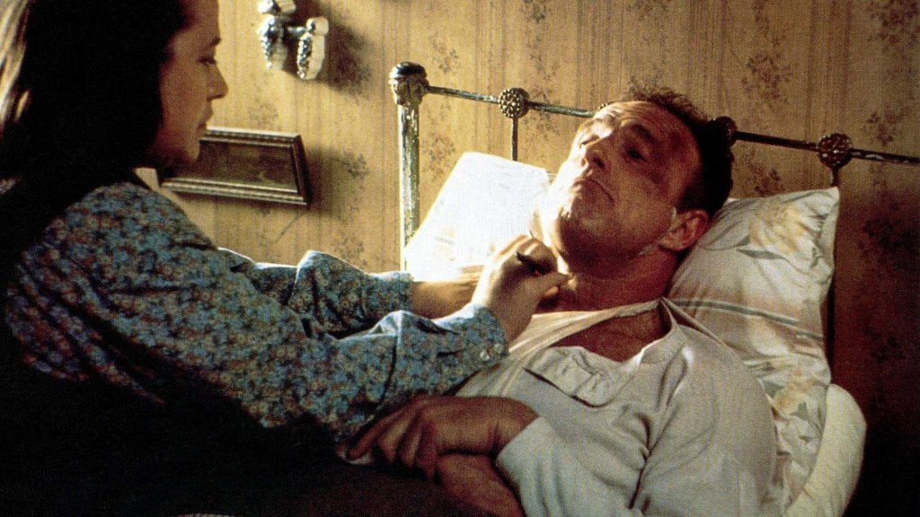 Kathy Bates e James Caan in una scena del film