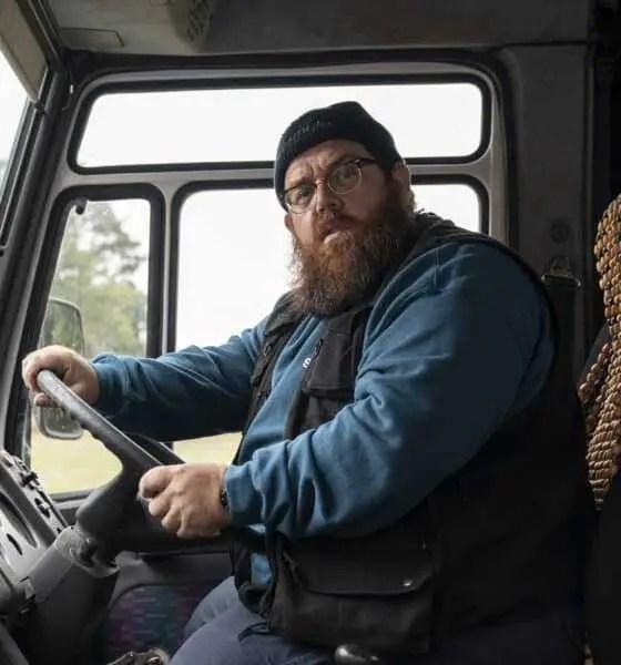 Gus alla guida del van