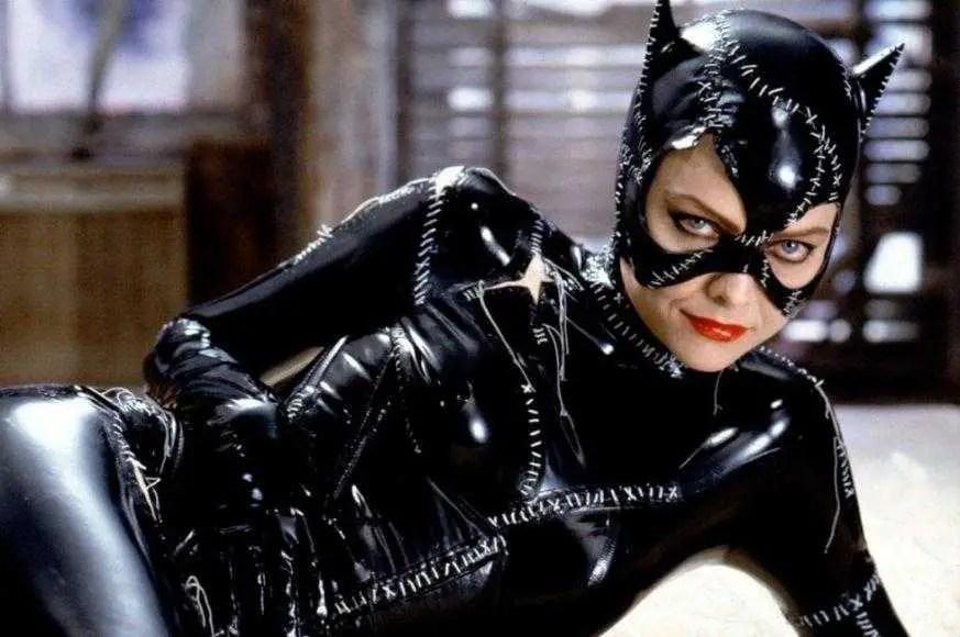 Catwoman (Michelle Pfeiffer) in una scena del film - Batman Returns