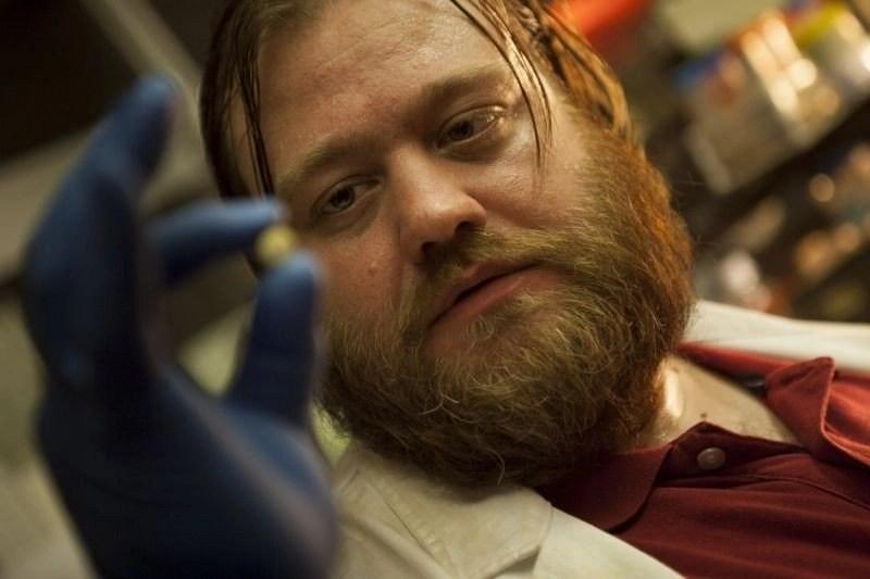 Smetto quando voglio (2013): una commedia che crea dipendenza 2