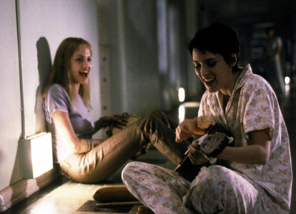 Winona Ryder e Angelina Jolie in Ragazze Interrotte