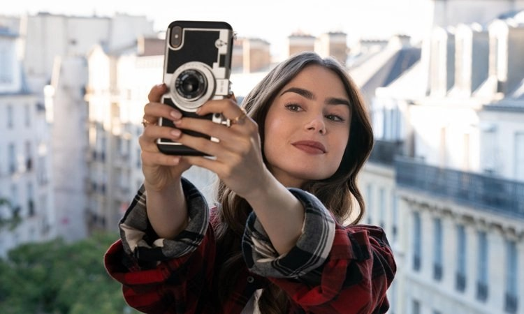 Emily in Paris (2020: storia di un'americana in Francia 6