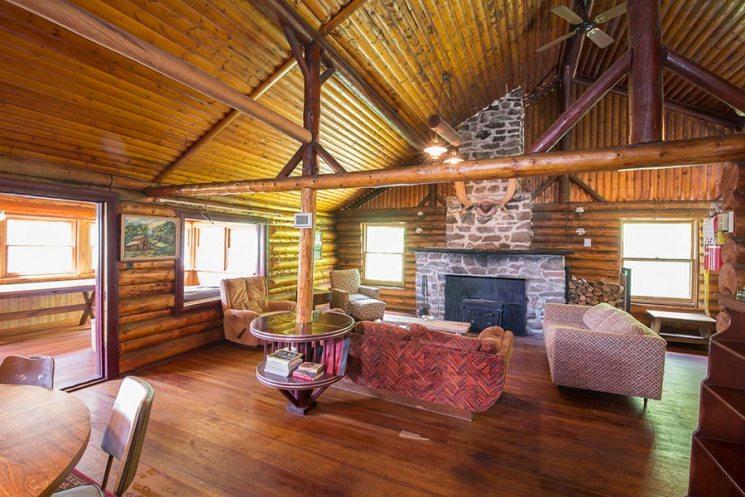 Loch Island Lodge - isle-of-jordan-cabin-living-room-1-900-50 ...