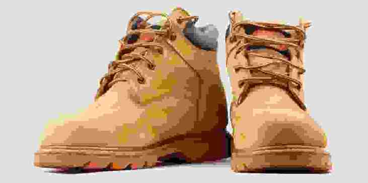 Tracking boots front