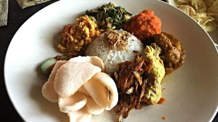 峇里島必吃美食 - 綜合菜飯 Nasi Campur