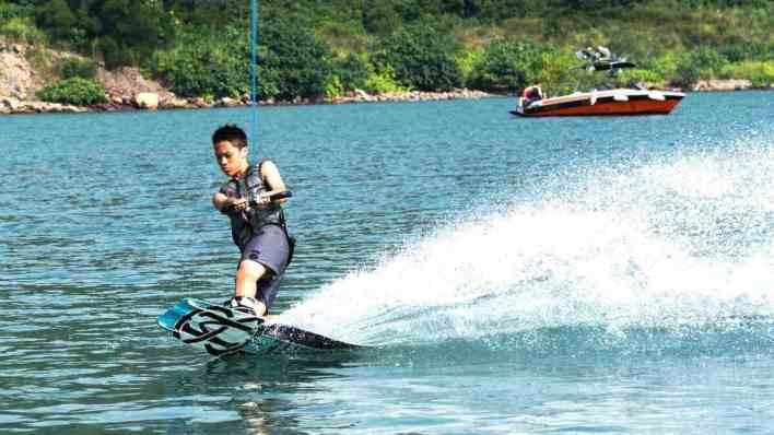 峇里島水上活動 - 寬板滑水