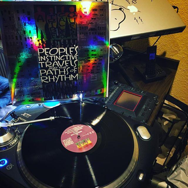 Lazy sunday afternoon tunes #atcq #atribecalledquest #peoplesinstinctivetravelsandthepathsofrhythm #vinyl #80s #classic #hiphop #eachoneteachone #leadersofthenewschool #bremerhaven #numark #sunday #vibes