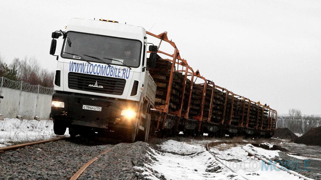 Маневровый локомобиль МАЗ 6312 с платформами