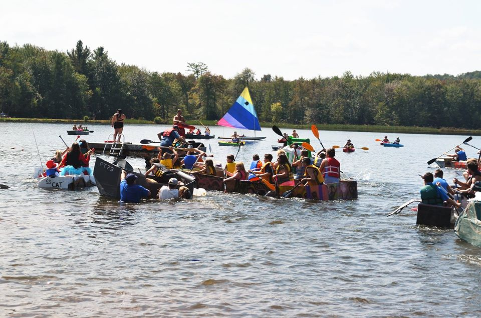 Boat Race on Pines Lake