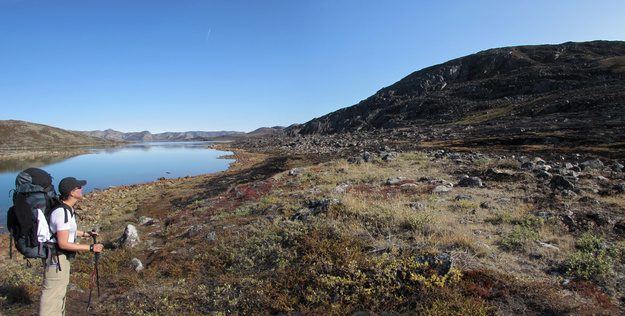 Looking back towards the burnt area on the west end of lake Amitsorsuaq. © Lodewijk Muns 2017