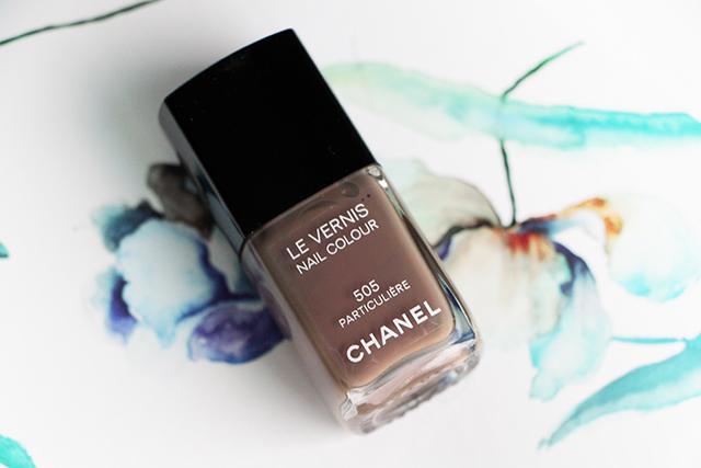 Le vernis Particulière de Chanel : le marron taupe par excellence!
