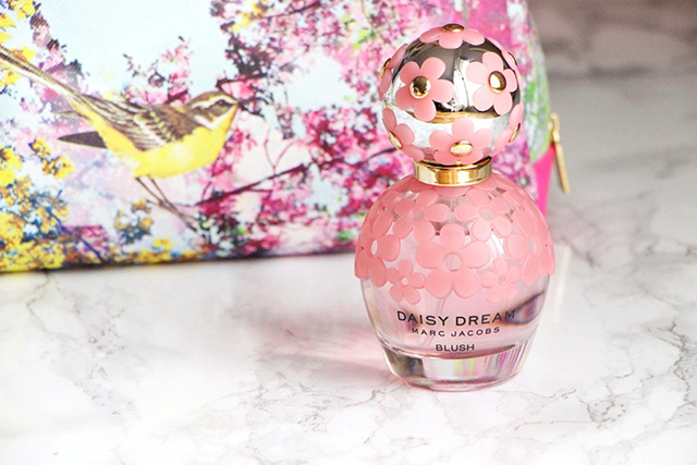 La vie en rose avec le nouveau Daisy Dream Blush de Marc Jacobs !