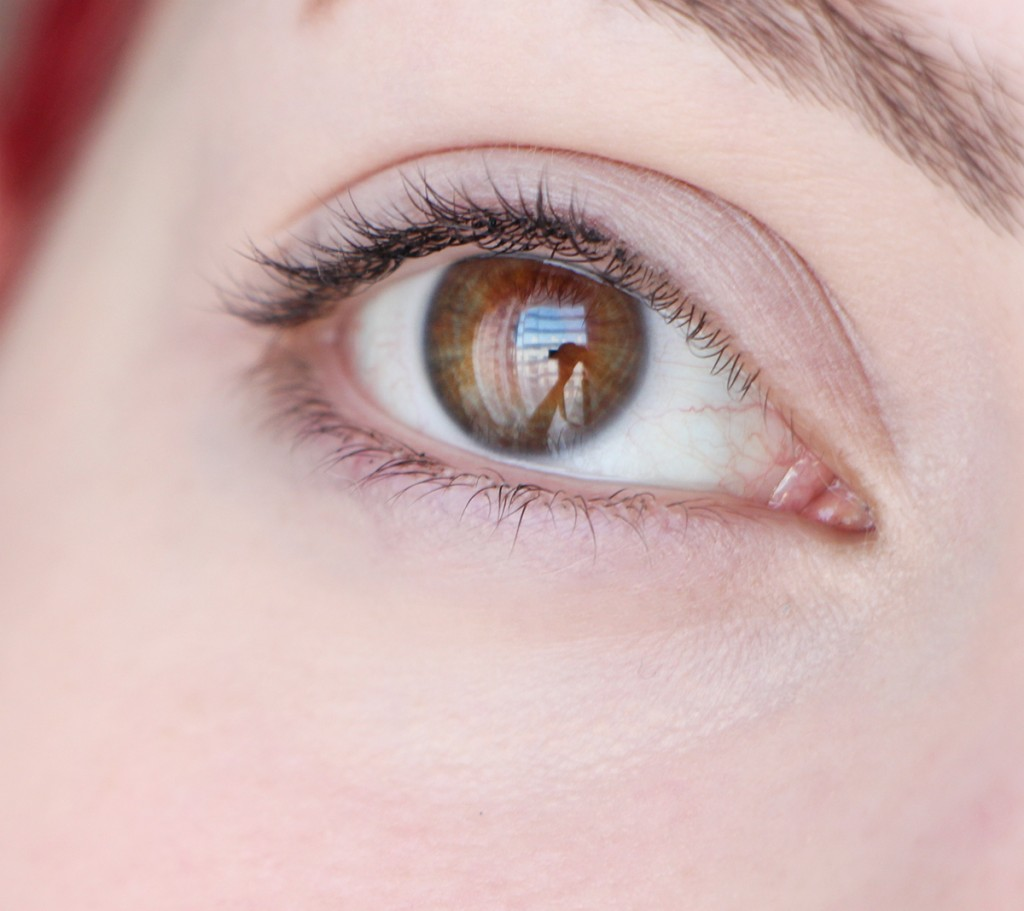 born-this-way-concealer-anti-cernes-revuew-swatch-eye