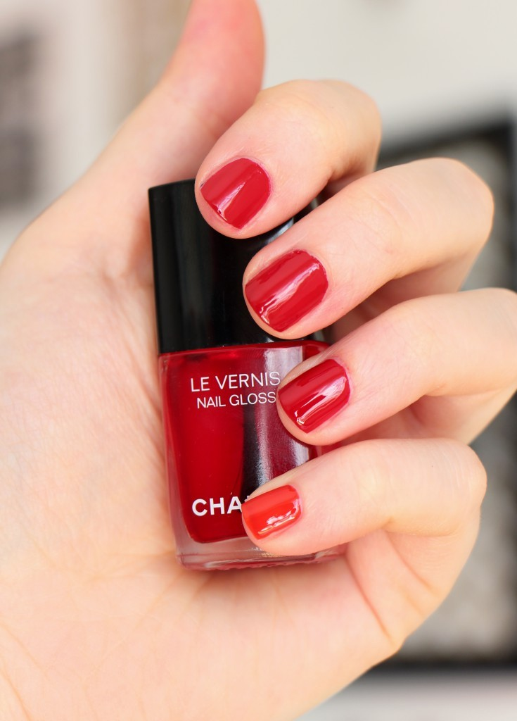 chanel nail gloss rouge et vernis rouge puissant