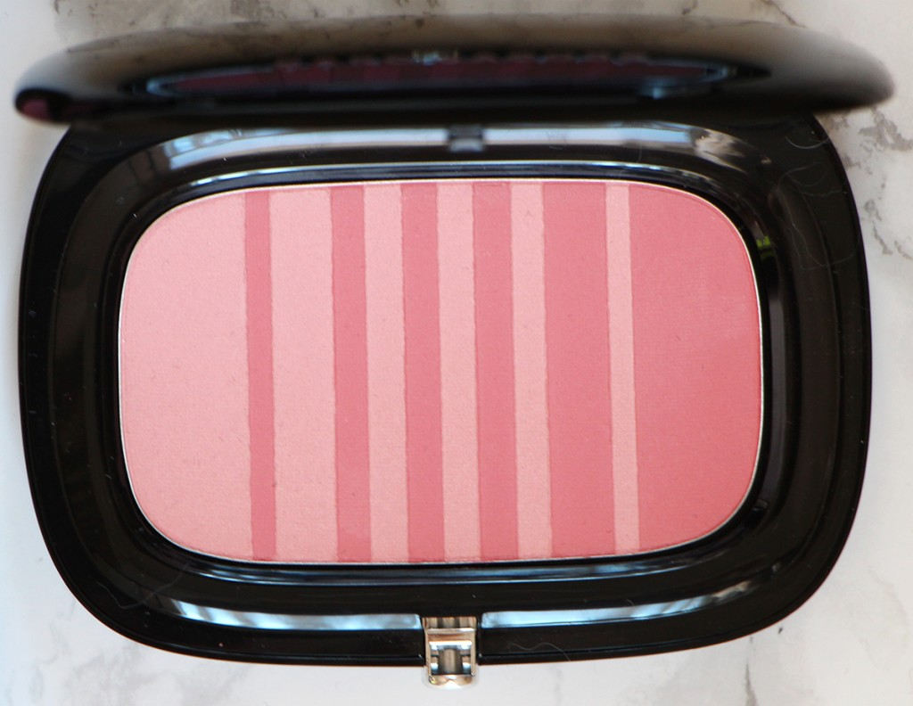kink-and-kisses-air-blush-marc-jacobs