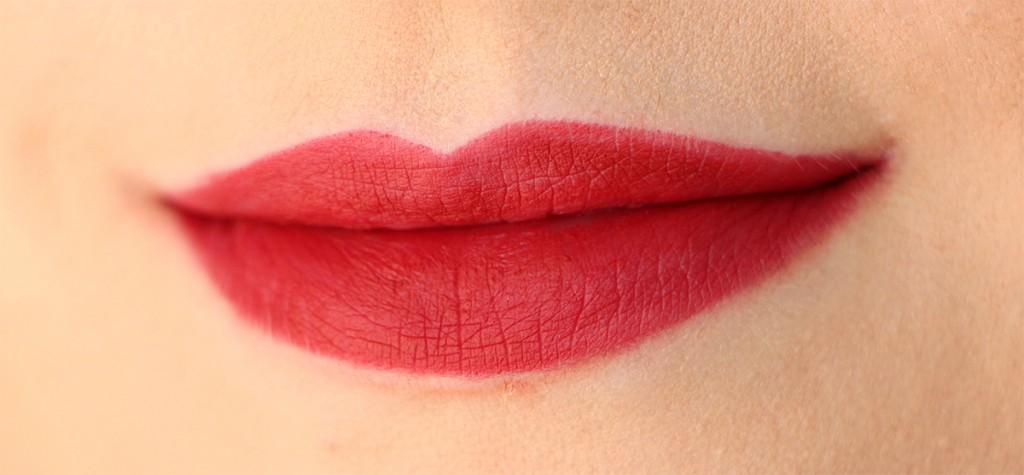 cheerleader-huda-beauty-lip-contour