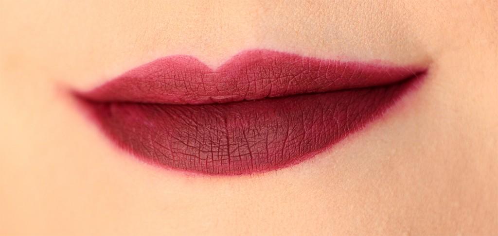 famous-huda-beauty-lip-contour-swatch