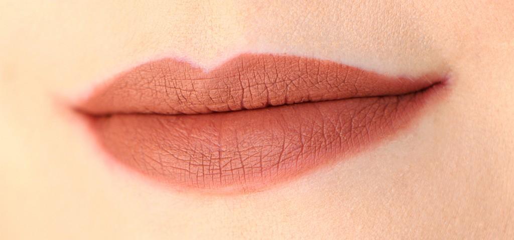 trendsetter-huda-beauty-lips-face-1-33