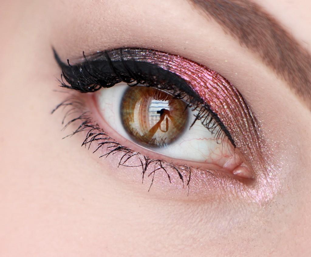 urban-decay-eye-makeup-open-moondust