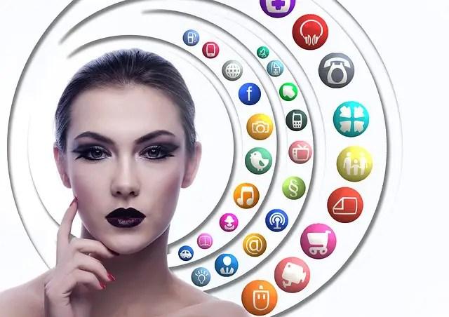 Gruppi d'acquisto e vendite flash: il social commerce conviene