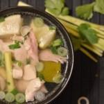 Vietnamesische Hühnersuppe mit Zitronengras