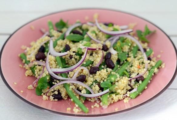 Quinoa-Salat mit zweierlei Bohnen