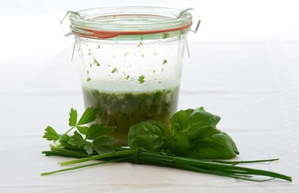 Salatsoßen: Kräuter-Dressing